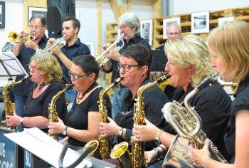 Die Blue Moods Big Band … und ihre Saxophon-Musikerinnen. (Foto: Gemeinde Wachtberg/mm)