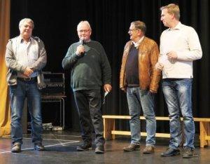 Schulzentrum Berkum: Drei Generationen Hausmeister - (vl) Harald Frank, Wolfgang Dittkrist, Günter Radermacher (Vorgänger) und der